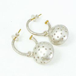 T-E05 T-E05 Hoops with large charms