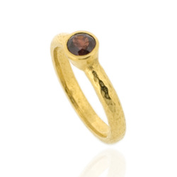 N-R06gp_rg Hammered Stacking Ring, Fully Gold-Plated with 5 mm Red Garnet