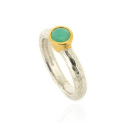 N-R06ch Hammered Stacking Ring, Silver with 5 mm Chrysoprase